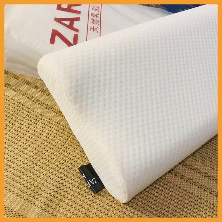 Thiết kế lượn sóng của gối cao su non Zara Home